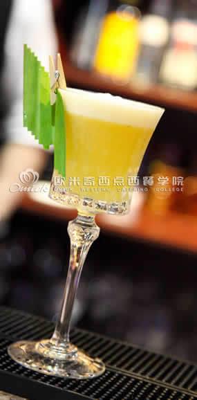 调酒师培训作品红梅苏打鸡尾酒